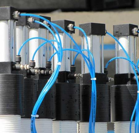 جکهای متصل به نازل دستگاه پرکن مایعات اسیدی توان صنعت